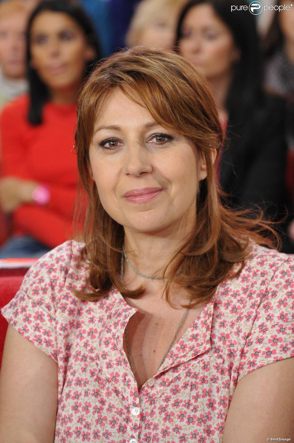 """Valérie Benguigui lors de l'enregistrement de l'émission """"Vivement Dimanche"""" à Paris le 20 mars 2013 diffusée le 24 mars"""