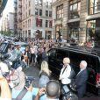Arrivée mouvementée pour Victoria Beckham, son mari David et leur fille Harper au restaurant Balthazar, dans le quartier de SoHo. New York, le 8 septembre 2013.