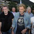 """Eddy Mitchell et Johnny Hallyday pendant le dernier jour de tournage du film """"Salaud, on t'aime"""" à Saint-Gervais-les-Bains, le 31 juillet 2013."""