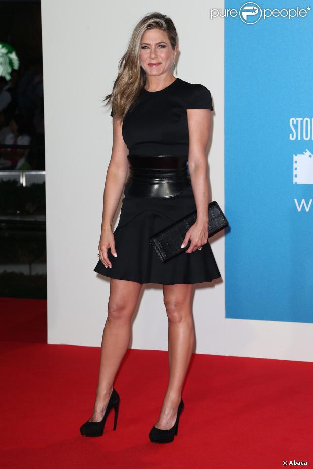 Jennifer Aniston, dans une tenue Alexander McQueen, lors de l'avant-première du film Les Miller à Berlin le 15 août 2013