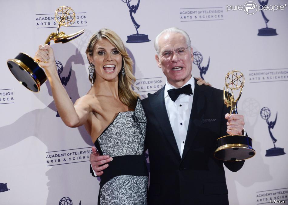 """Heidi Klum et Tim Gunn sacrés meilleurs animateurs pour """"Project Runway"""" lors des Creative Arts Emmy Awards au Nokia Theatre à Los Angeles, le 15 septembre 2013."""