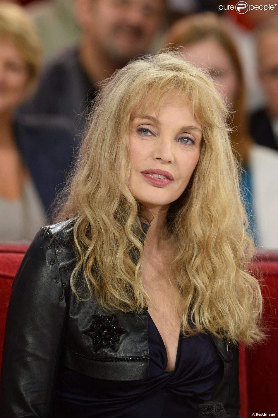 The 59-year old daughter of father (?) and mother(?), 168 cm tall Arielle Dombasle in 2017 photo