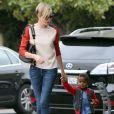 Charlize Theron et son fils Jackson dans les rues de Los Angeles, le vendredi 20 septembre 2013.