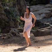Monica Bellucci sensuelle : Seins nus sous sa robe blanche pour Emir Kusturica