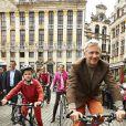 Philippe de Belgique, son épouse Mathilde et leurs quatre enfants Elisabeth, Gabriel, Emmanuel et Eléonore ont surpris les Bruxellois en prenant leur vélo pour participer au ''dimanche sans voiture'' le 22 septembre 2013. Venue du château de Laeken, la tribu royale a fait une halte sur la Grand-Place.