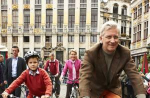 Mathilde et Philippe de Belgique : À vélo avec leurs enfants dans Bruxelles !