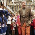 Le roi Philippe de Belgique, sa femme la reine Mathilde et leurs quatre enfants Elisabeth, Gabriel, Emmanuel et Eléonore ont surpris les Bruxellois en prenant leur vélo pour participer au ''dimanche sans voiture'' le 22 septembre 2013. Venue du château de Laeken, la tribu royale a fait une halte sur la Grand-Place.