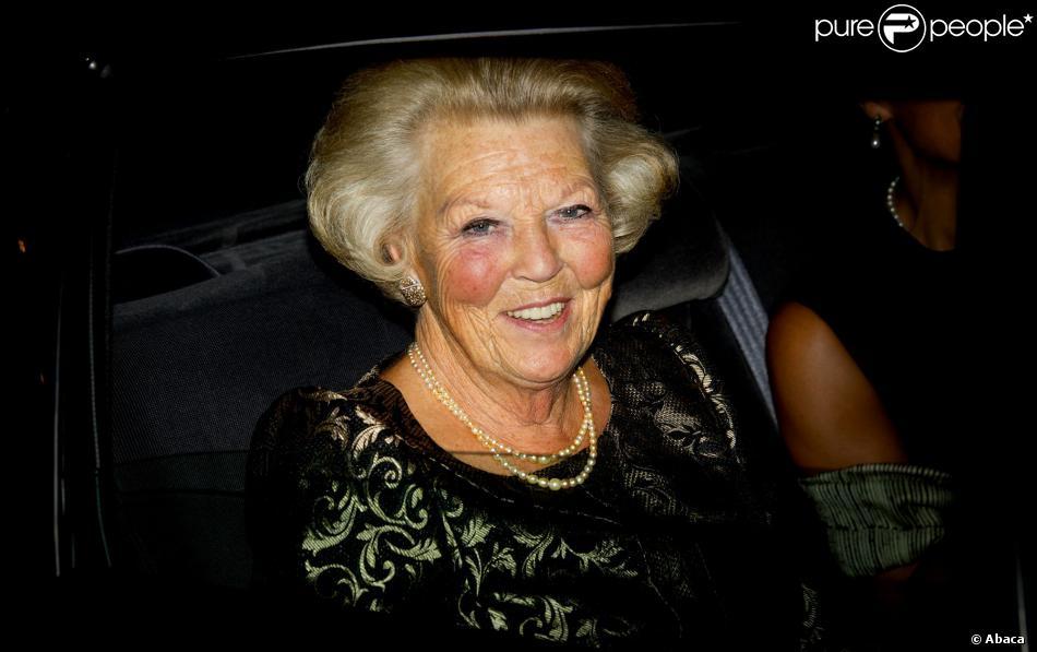 Les belles pommettes de la princesse Beatrix des Pays-Bas, ici le 28 août 2013 au Concertgebouw, à Amsterdam, ont souffert...