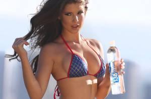 Amanda Cerny : Tee-shirt mouillé et mini-bikini pour une playmate explosive
