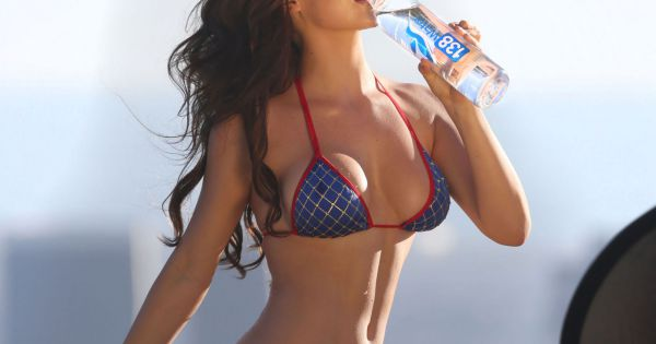 1252735-la-playmate-miss-october-2011-amanda-600x315-1.jpg