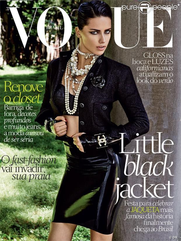 Adriana Lima, sexy en couverture du magazine Vogue Brasil d'octobre 2013. Photo par Giampaolo Sgura.