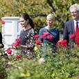 La princesse Victoria de Suède se promène dans la roseraie du siège des Nations unies à New York le 4 octobre 2013.