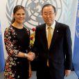La princesse Victoria de Suède rencontre Ban Ki-moon lors de sa visite au siège des Nations unies à New York le 4 octobre 2013.