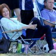 Marcia Cross et son mari Tom Mahoney assistent au match de foot de leurs filles Savannah et Eden à Brentwood, Los Angeles, le 5 octobre 2013.