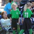 L'actrice Marcia Cross et son mari Tom Mahoney assistent au match de foot de leurs filles Savannah et Eden à Brentwood, Los Angeles, le 5 octobre 2013.
