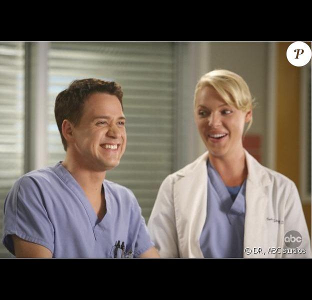 Katherine Heigl et T.R. Knight dans Grey's Anatomy.