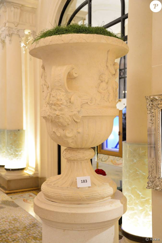Visit press of exposition artcurial at plaza athenee in paris france on oct - Renovation plaza athenee ...
