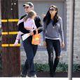 Exclusif - Matt Damon, sa femme Luciana Barroso et leur fille Stella se promènent à Los Angeles, le 11 octobre 2013