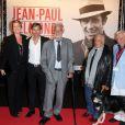 Luana et Paul Belmondo, Jean-Paul Belmondo, son frère Alain, et Charles Gérard lors de la soirée d'ouverture du Festival Lumière à Lyon et l'hommage à Jean-Paul Belmondo au sein de la Halle Tony Garnier, le 14 octobre 2013