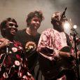 Bertrant Cantat sur scène avec Amadou et Mariam, à Langon le 29 juillet 2012.