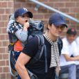 Orlando Bloom et son fils Flynn se promènent dans les rues de Tribeca à New York. Le 16 septembre 2013.