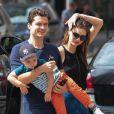 Orlando Bloom, Miranda Kerr  et leur fils Flynn dans les rues de New York, le 13 juillet 2013.