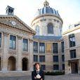 """Christophe Ono-dit-Biot pose avec son livre """"Plonger""""qui vient de lui valoir Grand prix du roman de l'Académie française à Paris, le 24 Octobre 2013."""