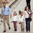 Letizia et Felipe d'Espagne en visite au palais de l'Alhambra à Grenade avec leurs filles Leonor et Sofia le 1er novembre 2013
