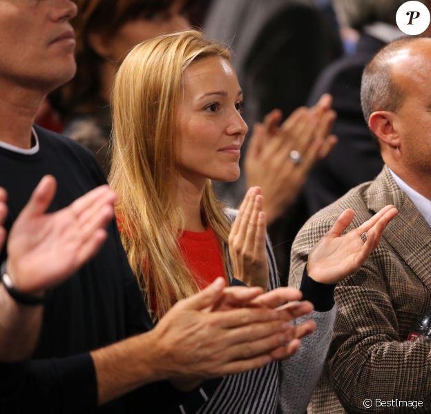 Jelena Ristic assistant le 31 octobre 2013 à la victoire de son fiancé Novak Djokovic contre John Isner en huitième de finale de l'Open de Paris Bercy.