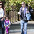 Exclusif - Ellen Pompeo emmène sa fille Stella au zoo de Los Angeles, le 2 novembre 2013.