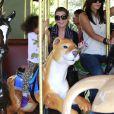 Exclusif - Ellen Pompeo emmène sa fille Stella au zoo de Los Angeles, le samedi 2 novembre 2013.
