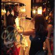 Exclusif - Stephanie Seymour achète des sous-vêtements sexy dans une boutique Agent Provocateur, en présence de son mari Peter Brant. Milan, le 22 octobre 2013.