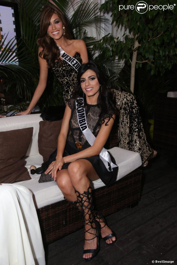 """Maria Gabriela Isler (Venezuela) et Carmen Lucia Aldana (Colombia) au dîner de bienvenue des participantes de Miss Universe 2013 au restaurant """"Zafferano"""" au shopping center de Moscow's Vegas City en Russie le 26 octobre 2013"""