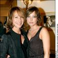 Nathalie Baye et sa fille Laura Smet lors de la remise du prix Romy-Schneider à Paris le 26 janvier 2004