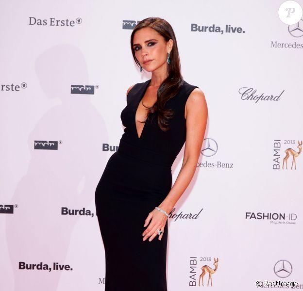 Victoria Beckham prend la pose lors de la 65e cérémonie des Bambi Awards à Berlin, en Allemagne, le 14 novembre 2013.