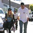 Fergie et son mari Josh Duhamel vont visiter leur maison en renovation à Brentwood, le 1er novembre 2013.