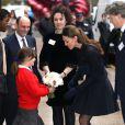 Kate Middleton, duchesse de Cambridge, arrive dans les bureaux de Clifford Chance pour participer à un forum à Londres, le 20 novembre 2013.