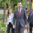 """Le prince Felipe et la princesse Letizia d'Espagne ont visité l'école bilingue """"K8 Coral Way""""  à Miami, le 19 novembre 2013."""