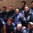 Jamel Debouzze au milieu des joueurs de l'équipe de France, photo publiée le 20 novembre 2013, au lendemain de la victoire de l'équipe de France face à l'Ukraine