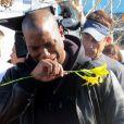 Le comédien Tyrese Gibson ne peut retenir ses larmes en arrivant sur les lieux de l'accident de la voiture de Paul Walker, à Santa Clarita en Californie, le 1er décembre 2013