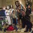 Ashtyn Gardner, à terre après s'être fait chahuter par Sunny, le chien de la famille Obama. Washington, le 4 décembre 2013.