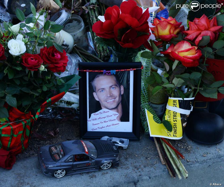 les hommages des fans sur les lieux de l 39 accident mortel de paul walker los angeles santa. Black Bedroom Furniture Sets. Home Design Ideas