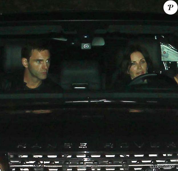 Courteney Cox en compagnie de Johnny McDaid à la soirée organisée par Jennifer Aniston, le 8 décembre 2013.