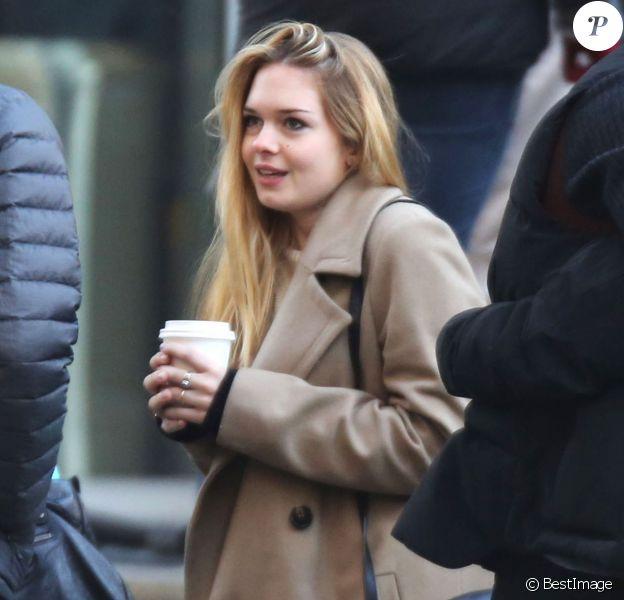 Stella Banderas, la fille de Melanie Griffith et Antonio Banderas, est venue voir sa demi-soeur Dakota Johnson sur le tournage de Fifty Shades Of Grey à Vancouver, le 8 décembre 2013.