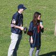 Exclusif - Mila Kunis et son petit ami Ashton Kutcher dans un parc à Los Angeles, le 1er décembre 2013.
