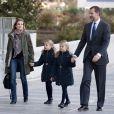 La princesse Letizia et le prince Felipe d'Espagne avec leurs filles Leonor et Sofia le 22 novembre 2013 à Madrid.