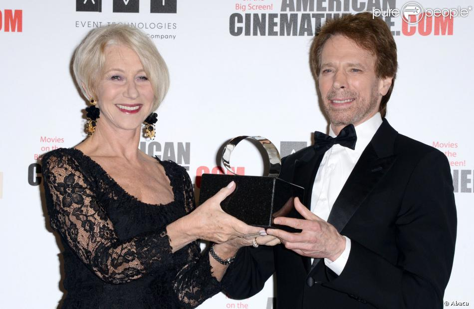 Helen Mirren et Jerry Bruckheimer lors des 27e American Cinematheque Awards qui honorent Jerry Bruckheimer à Beverly Hills le 12 décembre 2013