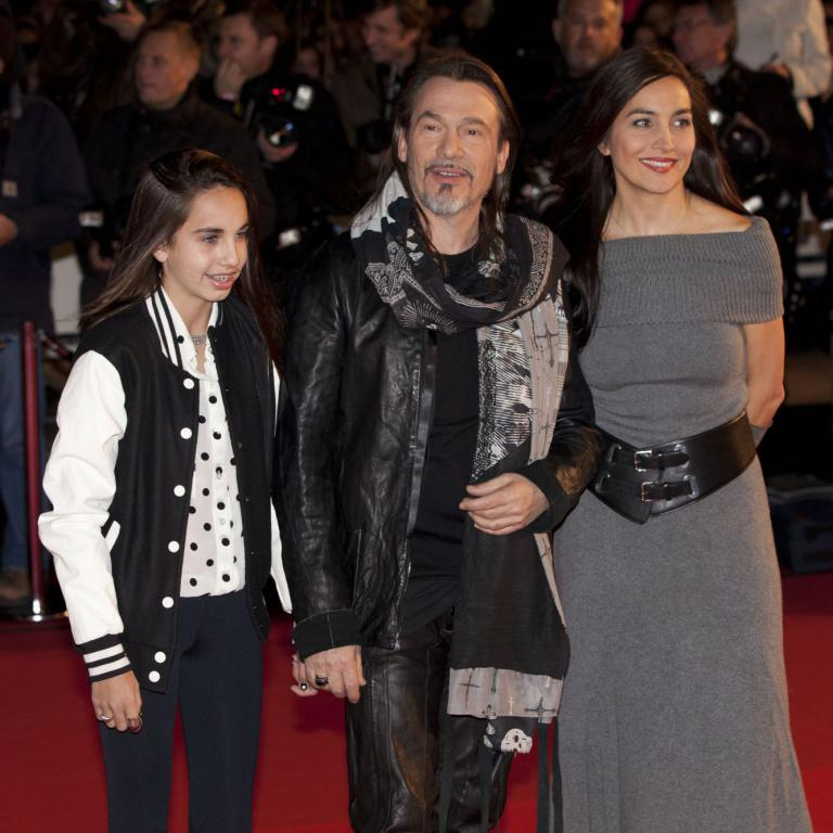 florent pagny sa femme azucena et leur fille a l 15e dition des nrj music awards cannes. Black Bedroom Furniture Sets. Home Design Ideas