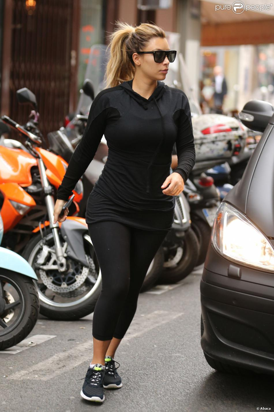 kim kardashian sort de la salle de sport l 39 usine paris en octobre 2013. Black Bedroom Furniture Sets. Home Design Ideas