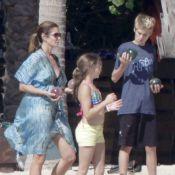 Cindy Crawford : En famille à la plage pour les vacances de Noël